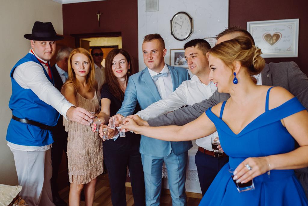 weselny toast, flisacka gmina, flisacy na ślubie i weselu w nisku, fotograf na ślub stalowa wola, fotograf slubny krakow