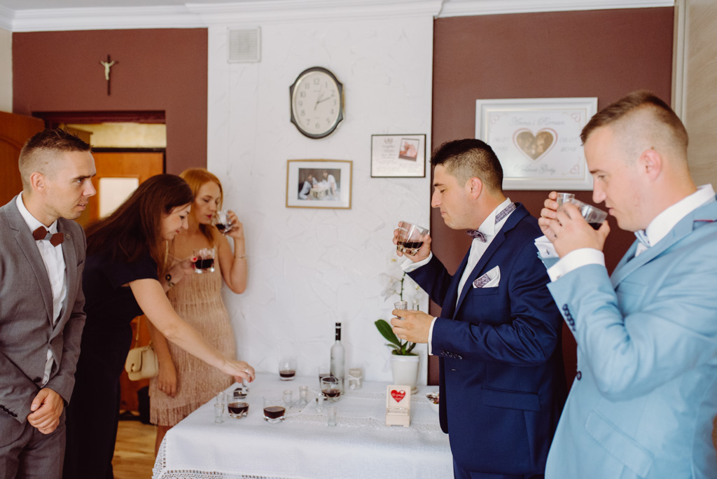 alohol przed i na weselu jako glowny towarzysz imprezy, flisacka gmina, flisacy na slubie i weselu w nisku, fotograf na slub stalowa wola, fotograf slubny krakow